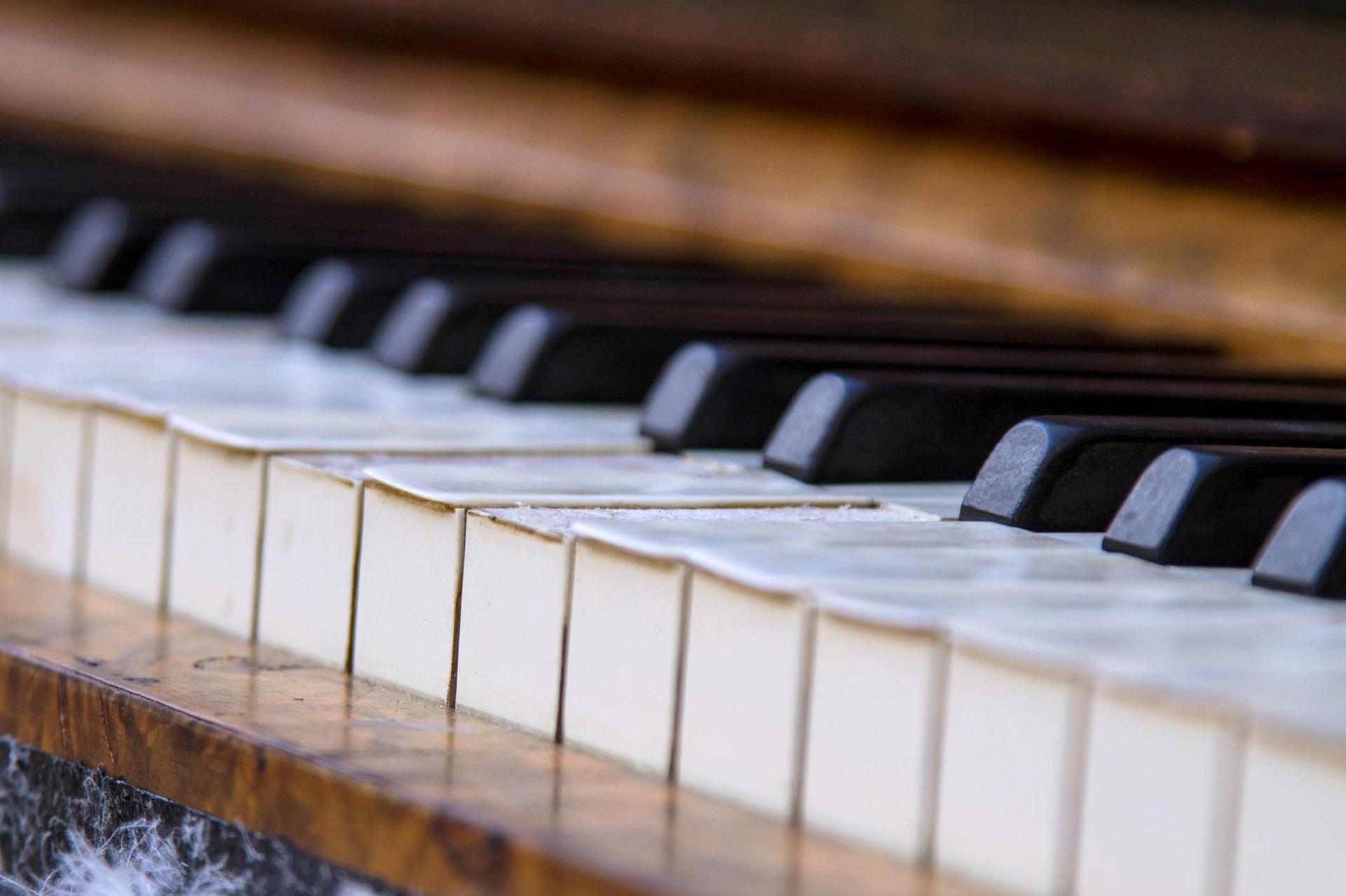 piano-453845_1920
